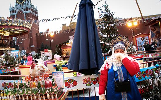 Продажа предновогодних сувениров на Красной площади