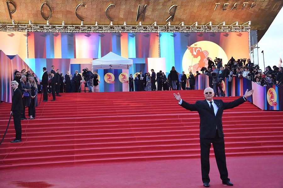 Президент ММКФ, председатель союза кинематографистов России Никита Михалков перед началом церемонии открытия кинофестиваля в театре «Россия»