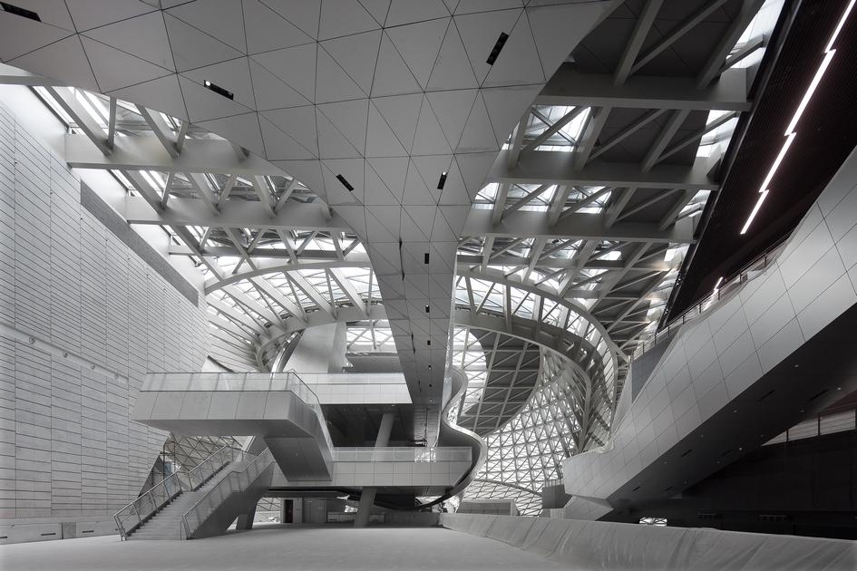 В музее современного искусства семь этажей, однакобольшая часть внутреннего пространства представляет собой единое помещение безперегородок