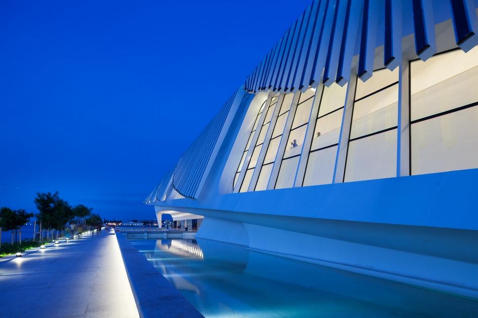 «Музей завтрашнего дня» построили в портовом районе Рио-де-Жанейро, чтобы оживить экс-индустриальную часть мегаполиса и привлечь туда горожан