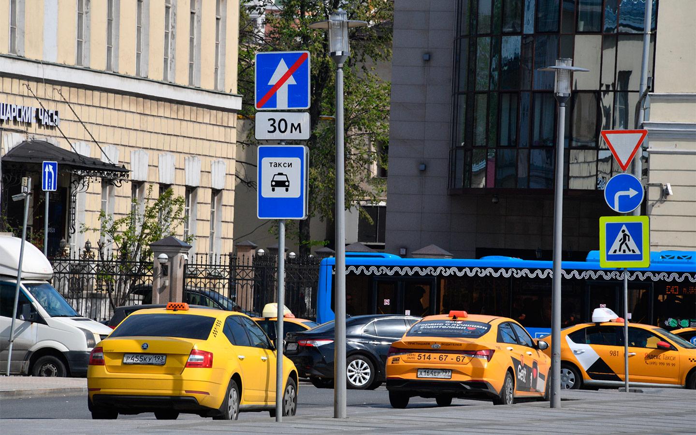 <p>Штраф за парковку под синим знаком тоже есть, но он составляет всего 1500 рублей.</p>
