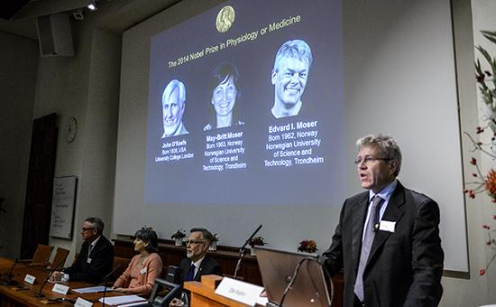 На экране лауреаты Нобелевской премии этого года, Джон о'Киф и супруги Мэй-Брит и Эдвард Мозер