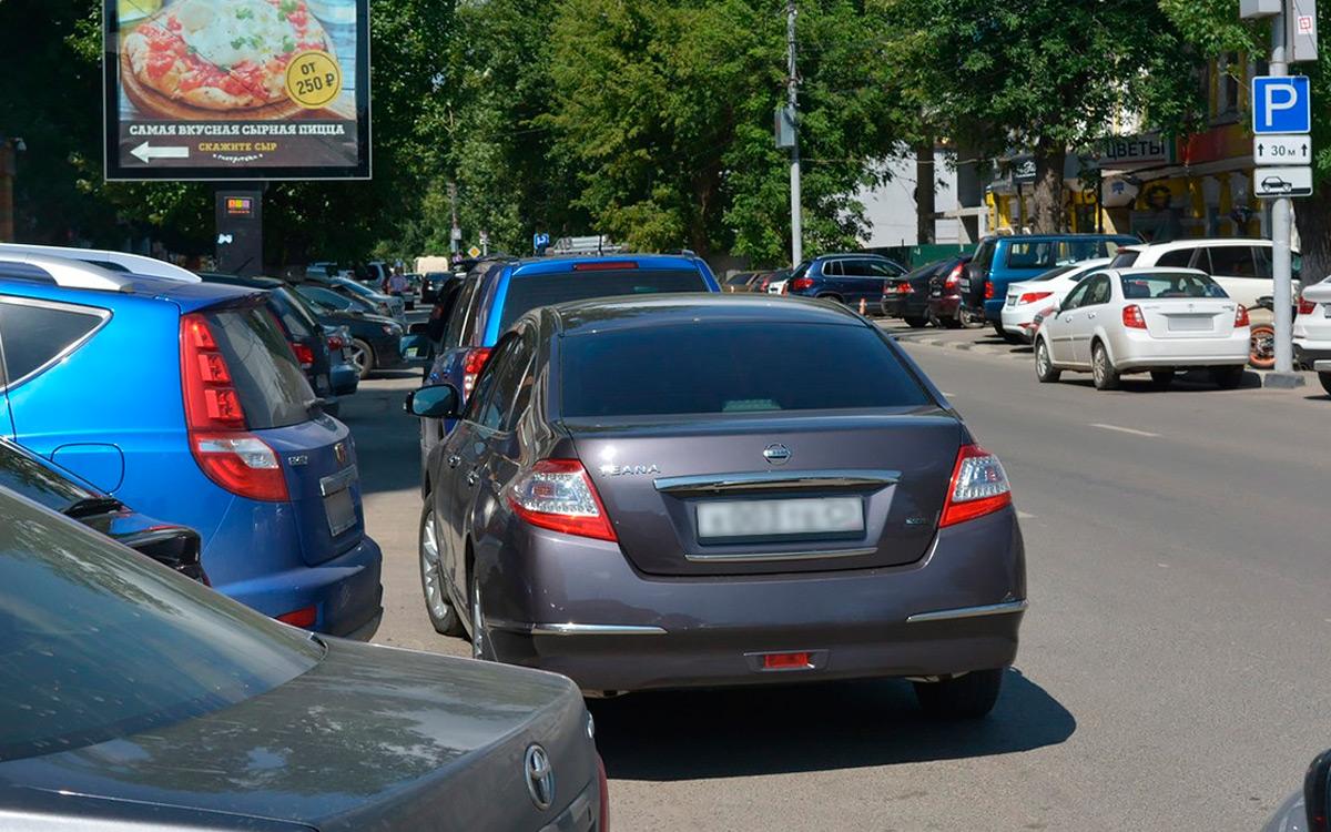 <p>Еще одно частое заблуждение легкомысленных водителей&nbsp;&mdash; можно закрыть полосу или встать вторым рядом на аварийке, чтобы высадить или подождать пассажира.</p>