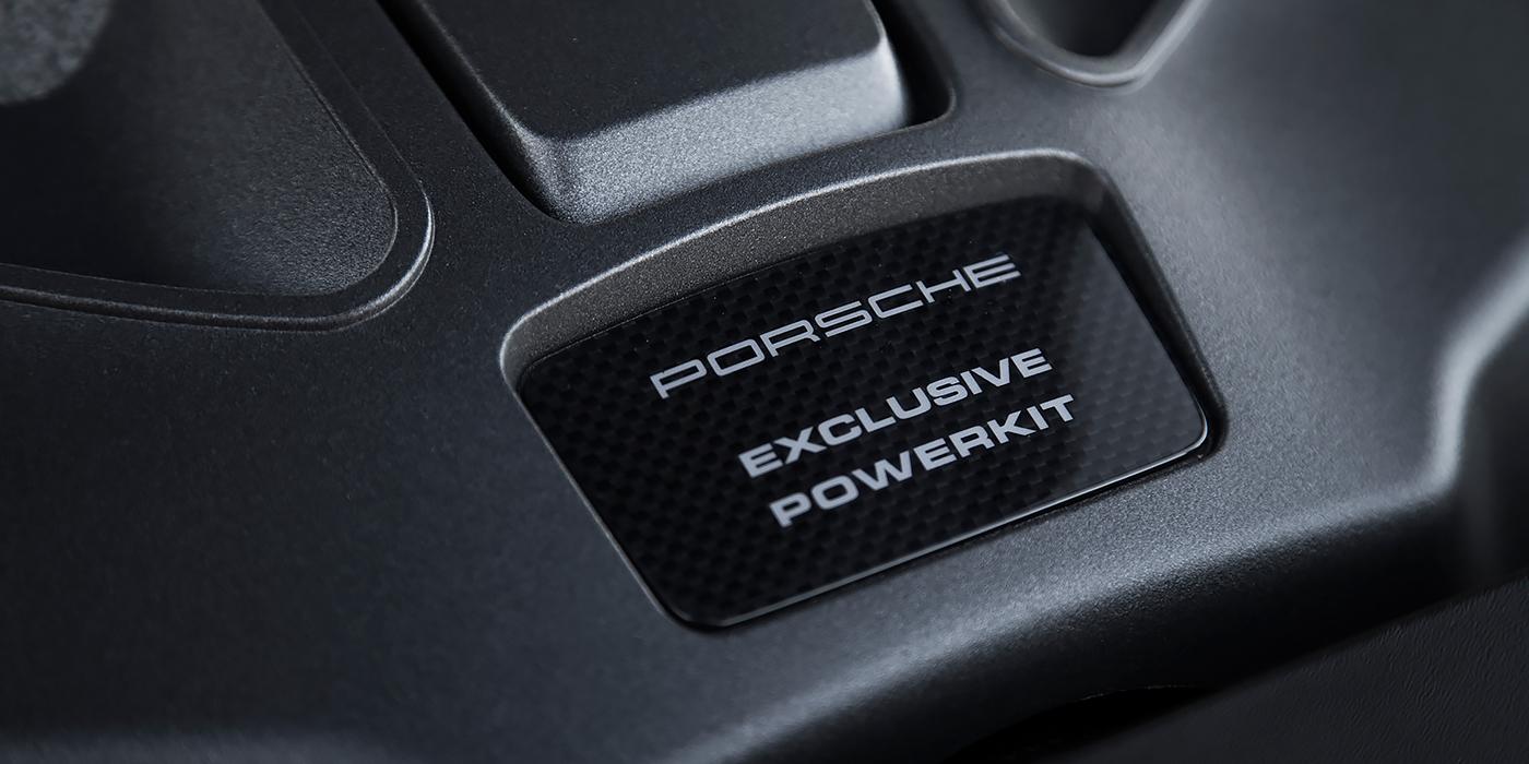 На крышке мотора Macan Turbo cо спортпакетом есть специальная табличка