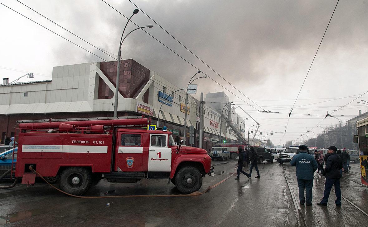 Торговый центр «Зимняя вишня» во время пожара