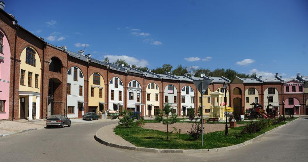 Таунхаус в организованном поселке в ближайшем Подмосковье — именно на такой объект загородной недвижимости проще всего получить ипотечный кредит