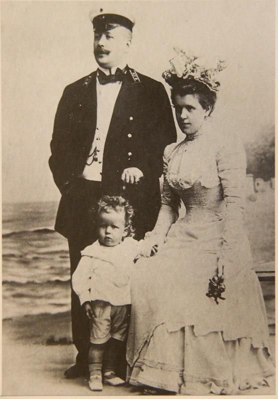 Михаил Эйзенштейн с женой и сыном Сергеем