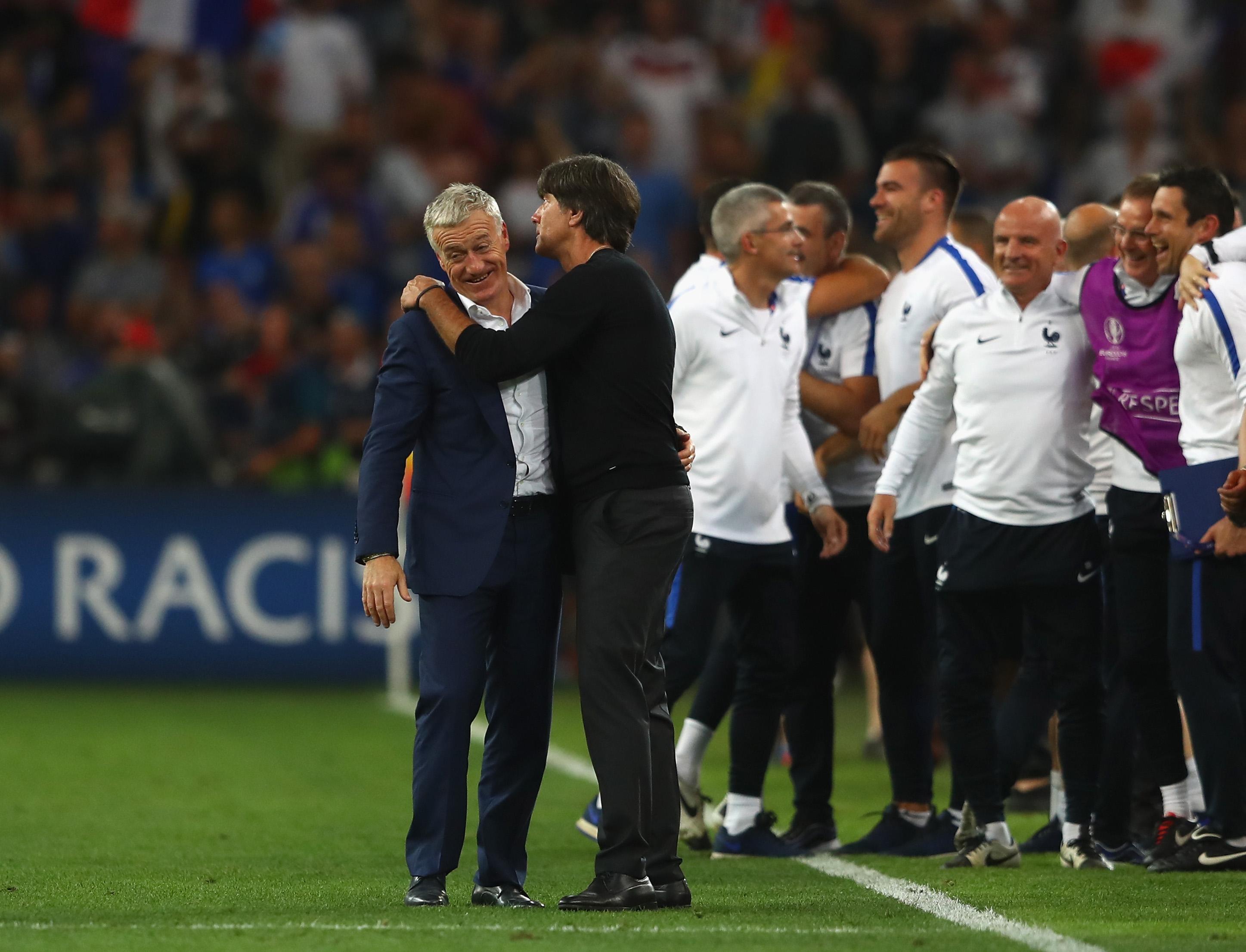 Главные тренеры сборных Франции и Германии Дидье Дешам и Йоахим Лев после полуфинала чемпионата Европы