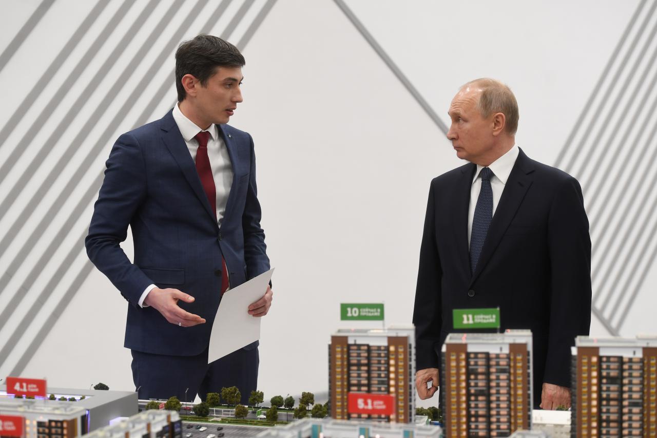 гендиректор компании«Унистрой» Радик Салимгараев, президент РФ Владимир Путин