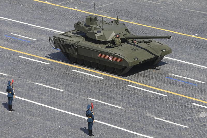 Т-14 «Армата»  Серийное производство начнется в2017–2018 годах. Цена новой машины поэкспертным оценкам может составить до400 млнруб. ($7,9 млн). После испытаний исогласования цен Министерство обороны может закупить до3200 машин.
