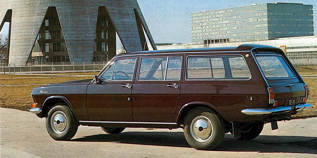 В 1972 г. была выпущена версия «Волги» с тремя рядами сидений. Автомобиль был сделан исключительно для ведомственных целей. Такие модели поступили на службу в такси, больницы и так далее. Обычному человеку купить машину было нереально. Самым известным владельцем этой модификации стал Юрий Никулин, которому нужен был просторный автомобиль для перевозки циркового инвентаря.