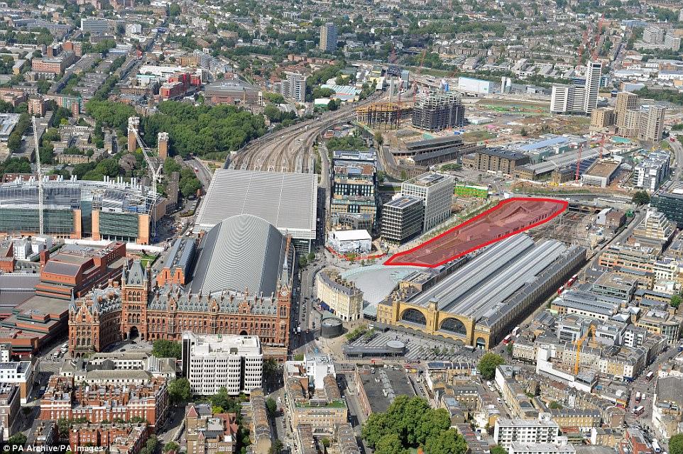 Google приобрел земельный участок рядомсвокзалом Кингс Кросс вцентре британской столицы еще три года назад (на фото выделен красным)