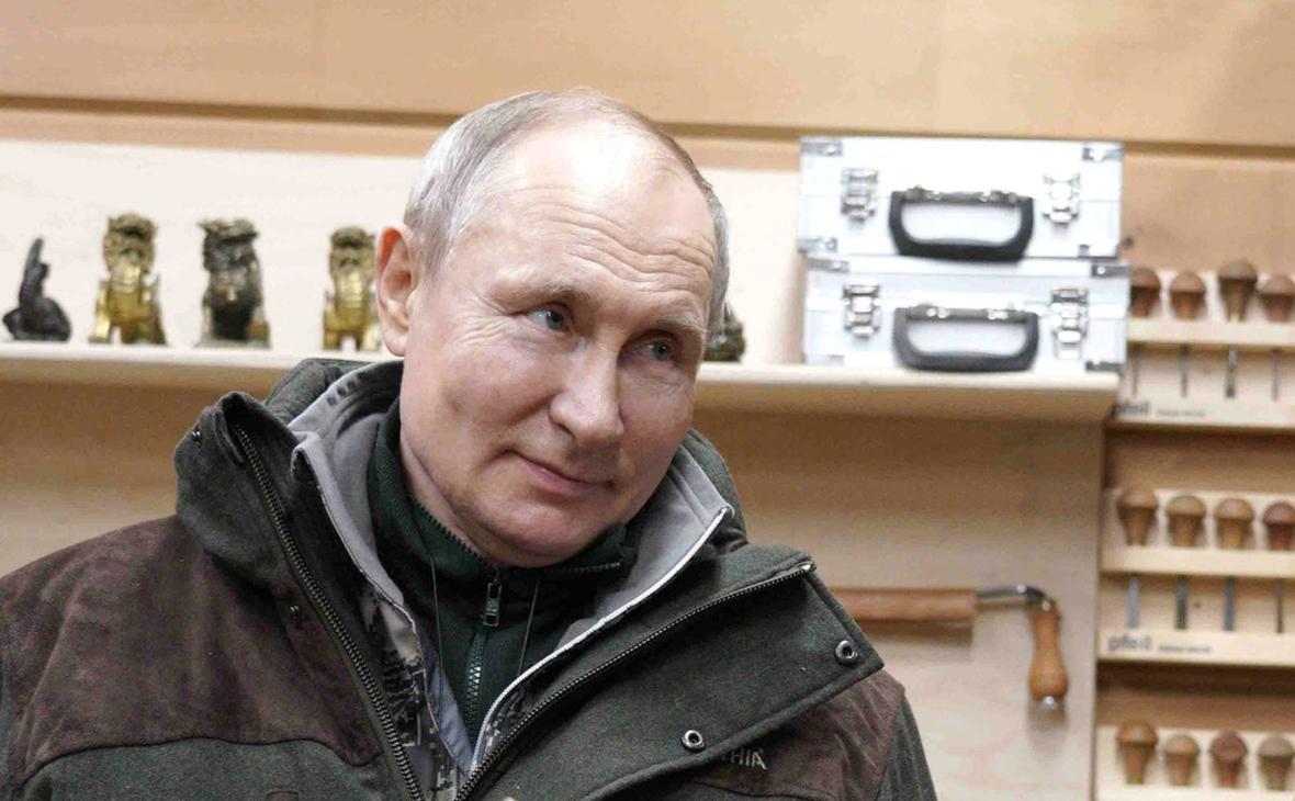 Песков ответил на вопрос о ядерном чемоданчике у Путина во время отдыха