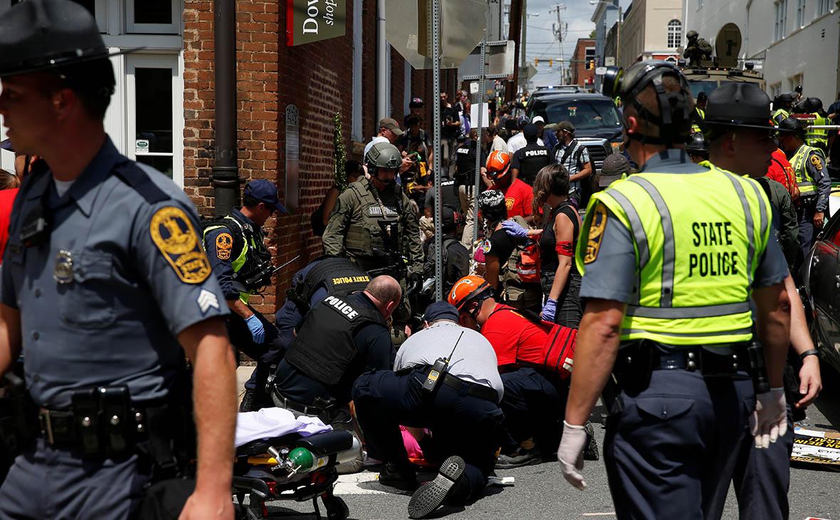 Пострадавшим в Шарлоттсвилле оказывают первую помощь