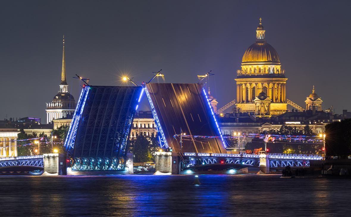 В Петербурге отказались разводить мосты в ночь после матча сборной России