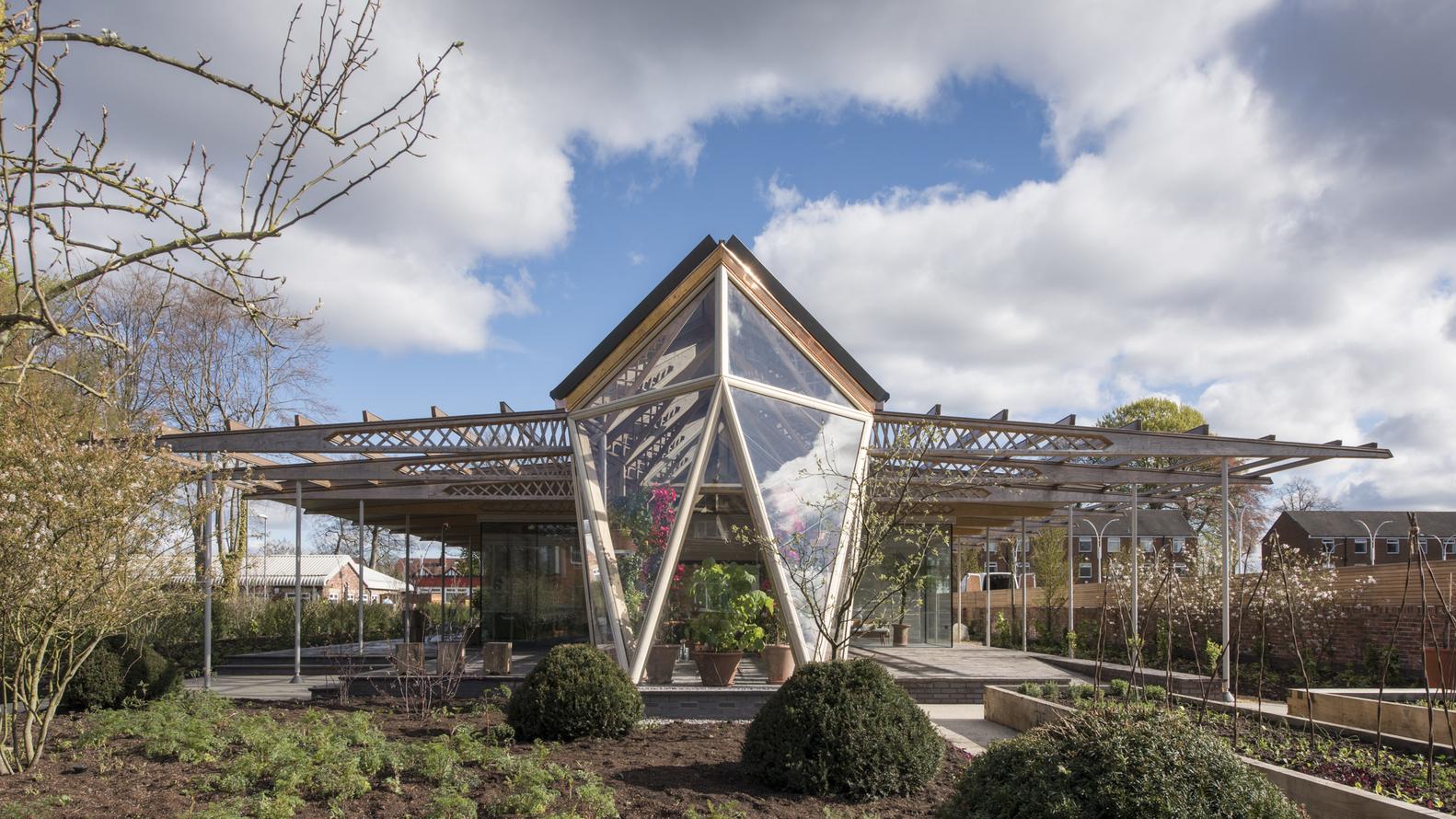 Номинация «Медицинские учреждения»  Объект: Maggie's Cancer Centre Manchester  Расположение: Манчестер, Великобритания  Архитектурное бюро: Foster + Partners