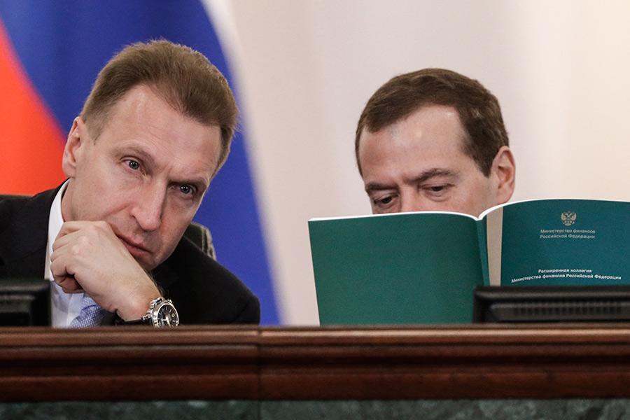 Игорь Шувалов иДмитрий Медведев (слева направо) вовремя расширенного заседания коллегии Министерства финансов Российской Федерации
