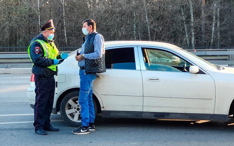 <p>Если инспектор ГИБДД остановит водителя и увидит, что срок действия его прав истек, ему назначат штраф в 5 тысяч рублей.</p>