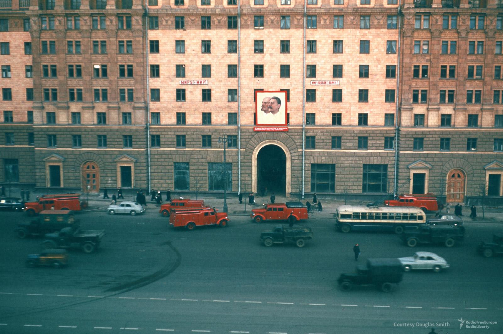 Новинский бульвар,18. Здание напротивамериканского посольства