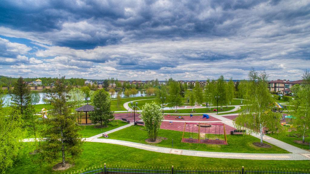 Жители Park Fonte смогут пользоваться инфраструктурой соседних проектов Villagio Estate, ккоторым относятся детские сады, семейные центры, рестораны, салон красоты, языковая школа, атакже почти 90 га парков