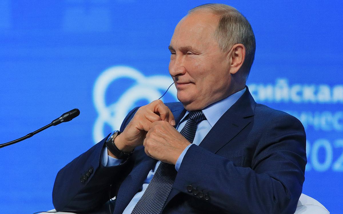 Путин рассказал, как смог избежать заражения коронавирусом