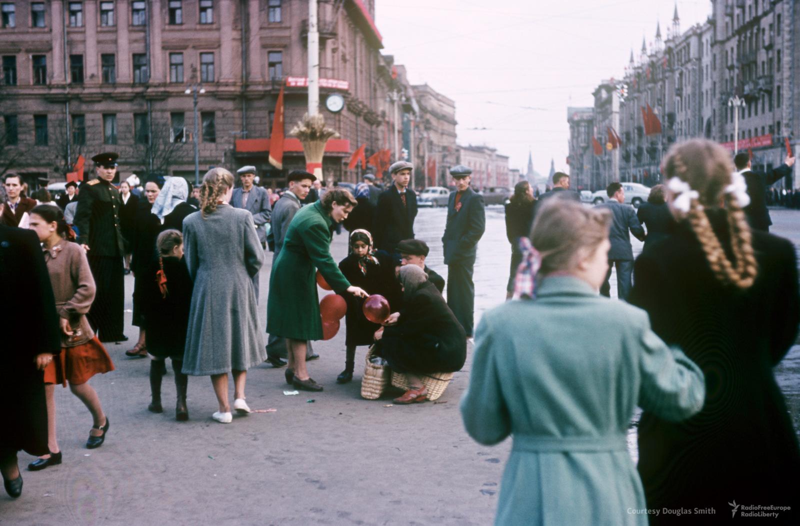 Пушкинская площадь, вид наТверскую улицу всторону Кремля
