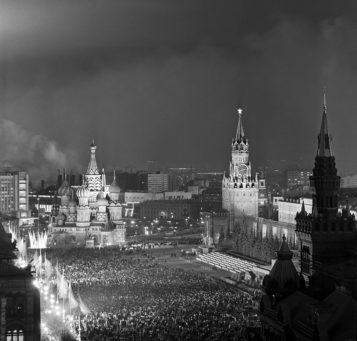 Красная площадь в предновогодний вечер. 1972 год