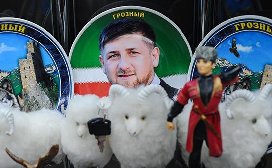 Сувенирная тарелка сизображением главы Чечни Рамзана Кадырова водном измагазинов вторговом комплексе «Грозный Сити»