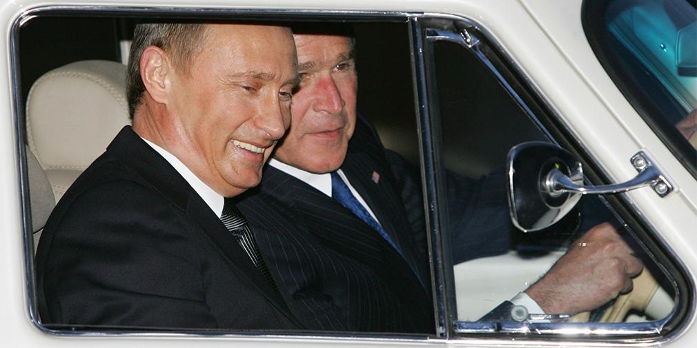 В 2005 г. Владимир Путин предложил Джорджу Бушу, посещавшему с визитом Россию, проехать за рулем ГАЗ-21 1957 года выпуска несколько кругов по резиденции в Ново-Огарево. Президентская «Волга» была доработана на Горьковском автосалоне. Она оснащена АКП, литыми дисками и кожаным салоном.