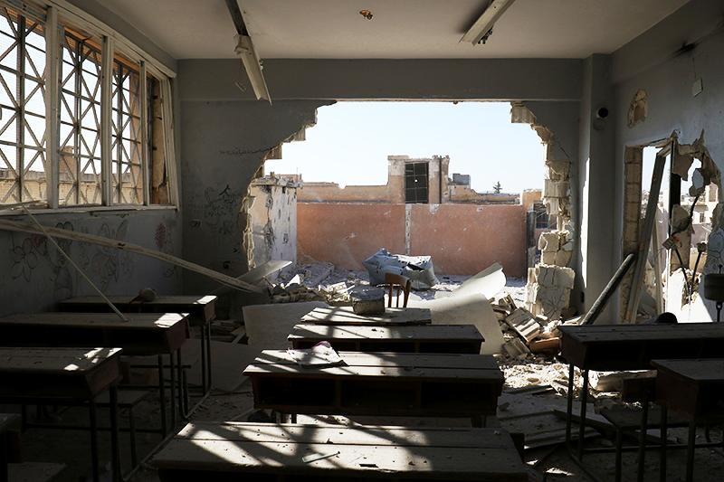 26 октября при авиаударе по школе в провинции Идлиб в Сирии погибли, по данным ЮНИСЕФ, 22 ребенка и шесть учителей
