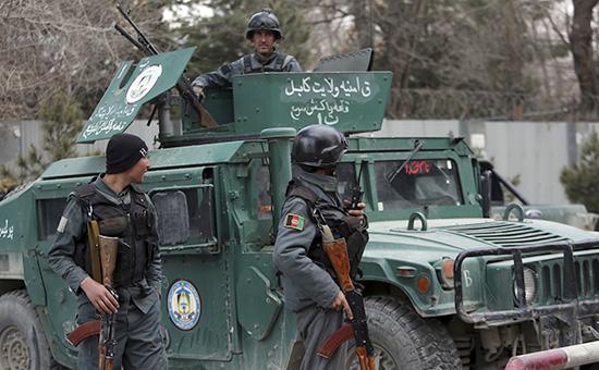 Афганский спецназ осматривает место нападения навоенный госпиталь вКабуле