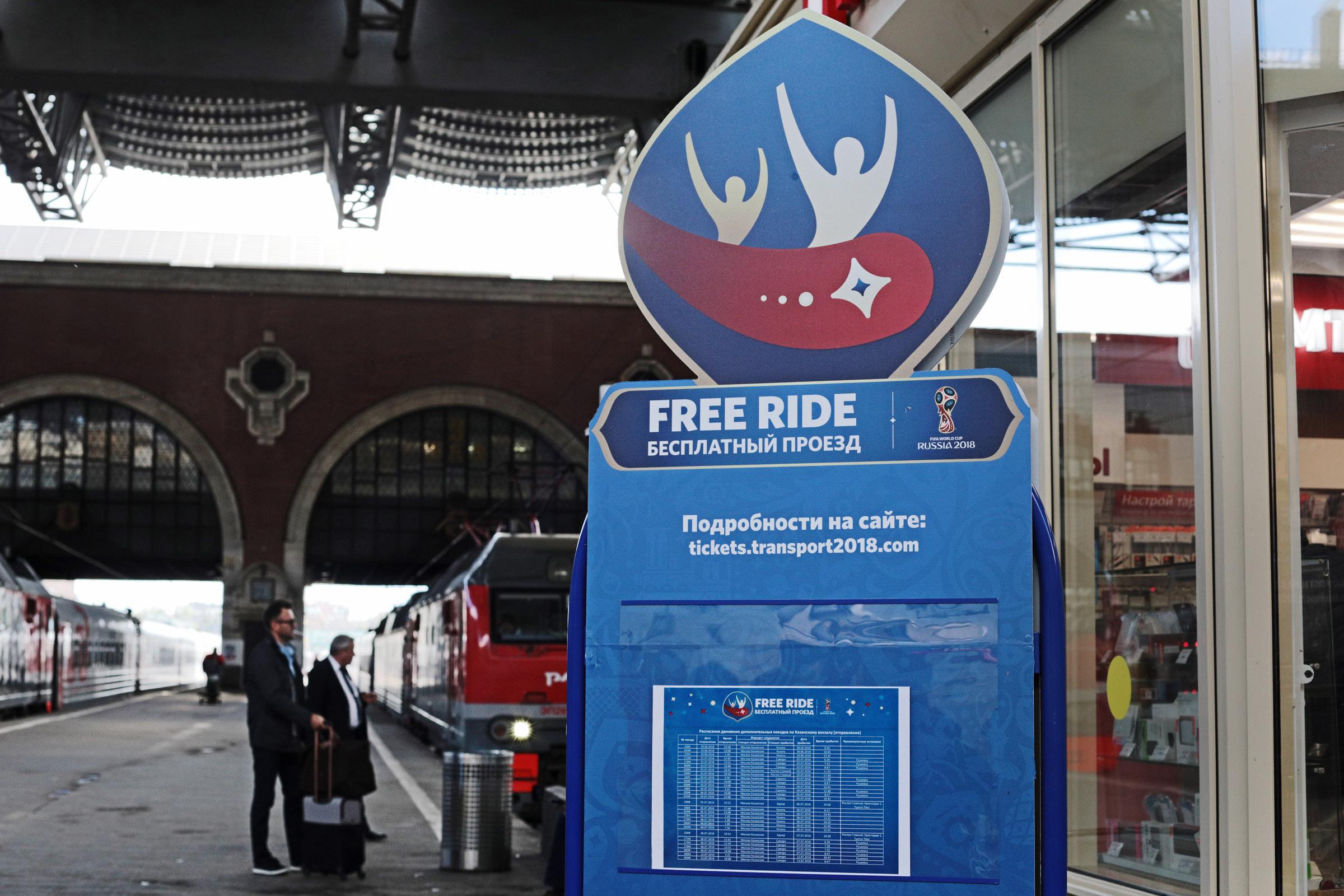 Для перевозки болельщиков в города-организаторы матчей задействованы 734 дополнительных поезда, вмещающих более 440 тыс. человек