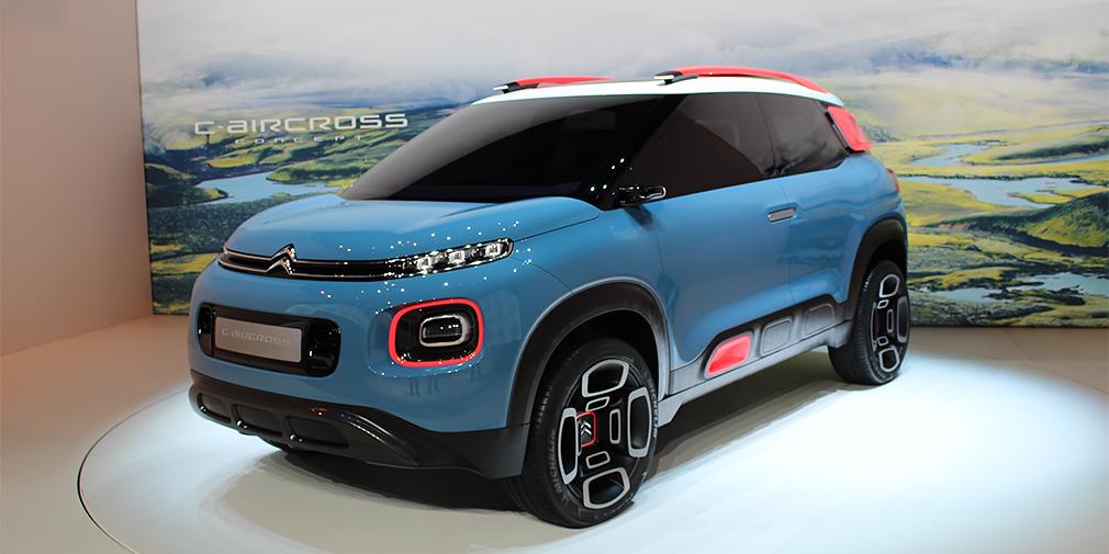 Citroen C-Aircross  Кроссовер, который делит платформу с уже серийным Opel Crossland X, заменит в модельном ряду Citroen микровэн C3 Picasso. Концепт оснастили распашными дверями и односпицевым рулем, но у будущей серийной машины их не будет. А вот защитные молдинги на боковинах, светодиодная оптика, стеклянная крыша и камера заднего вида наверняка достанутся серийному кроссоверу.