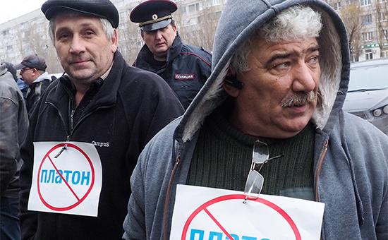 Акция протеста дальнобойщиков у офиса системы взимания платы «Платон» вВолгограде