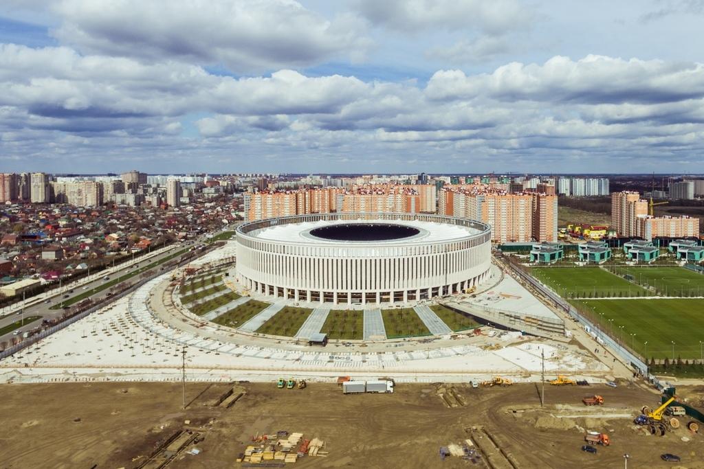 Стадион, напоминающий поформе римский Колизей, выполнен изитальянского травертина—прочной известковой породы белого цвета. Для строительства объекта потребовалось около5 тонн камня