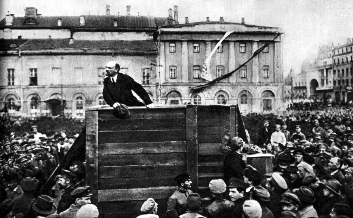 Владимир Ленин во время выступления на Театральной площади в Москве, 1920 год. Автор фото Григорий Гольдштейн