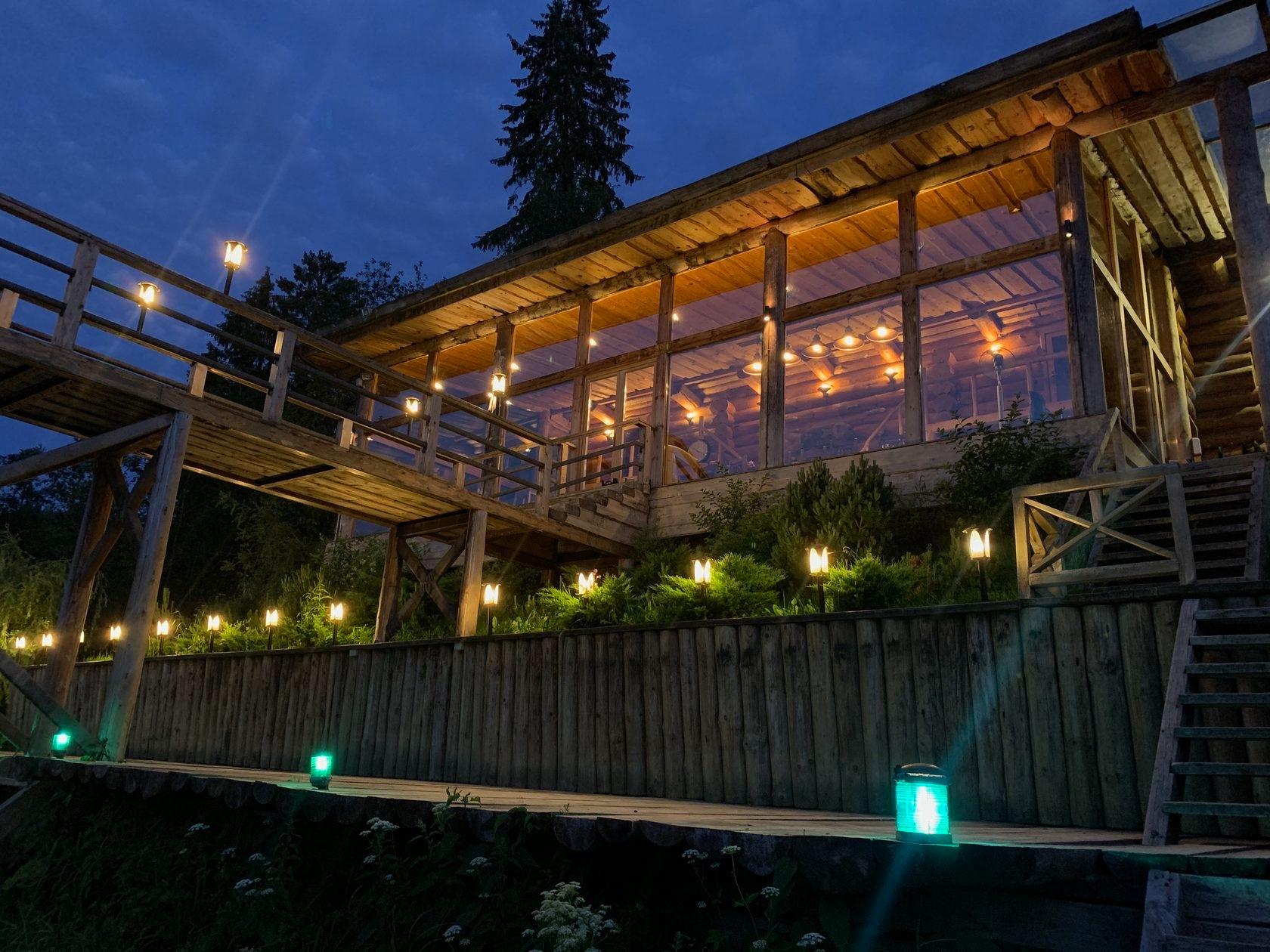 «Спасалка»— дом с баней на четыре — шесть гостей на берегу реки Дубны. Стоимость аренды— от 35 тыс. руб. за сутки
