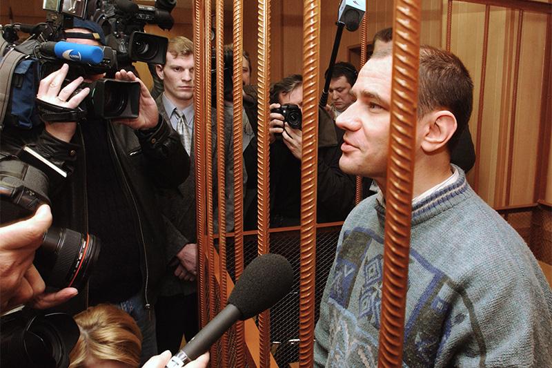 В 2010 году российского ученого Игоря Сутягина (на фото), приговоренного в России к 15 годам тюрьмы за государственную измену, обменяли на десятерых российских агентов, арестованных в США. Вместе с Сутягиным США были выданы бывший сотрудник российских и советских спецслужб Александр Запорожский, Сергей Скрипаль и Геннадий Василенко. Перед обменом все четверо были помилованы тогдашним президентом Дмитрием Медведевым