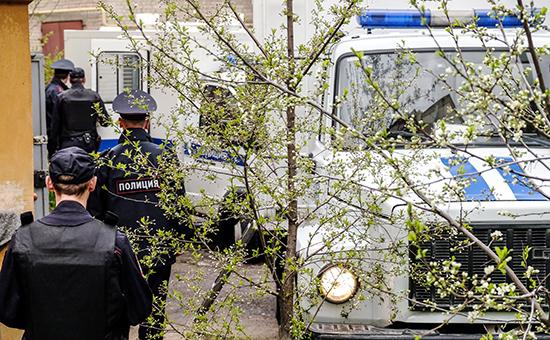 Полиция у здания Сызранского районного суда
