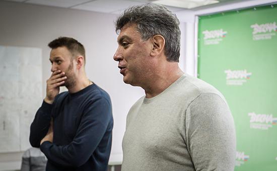 Алексей Навальный и Борис Немцов (справа) во время подготовки марша «Весна», который должен был состояться 1 марта в Марьино