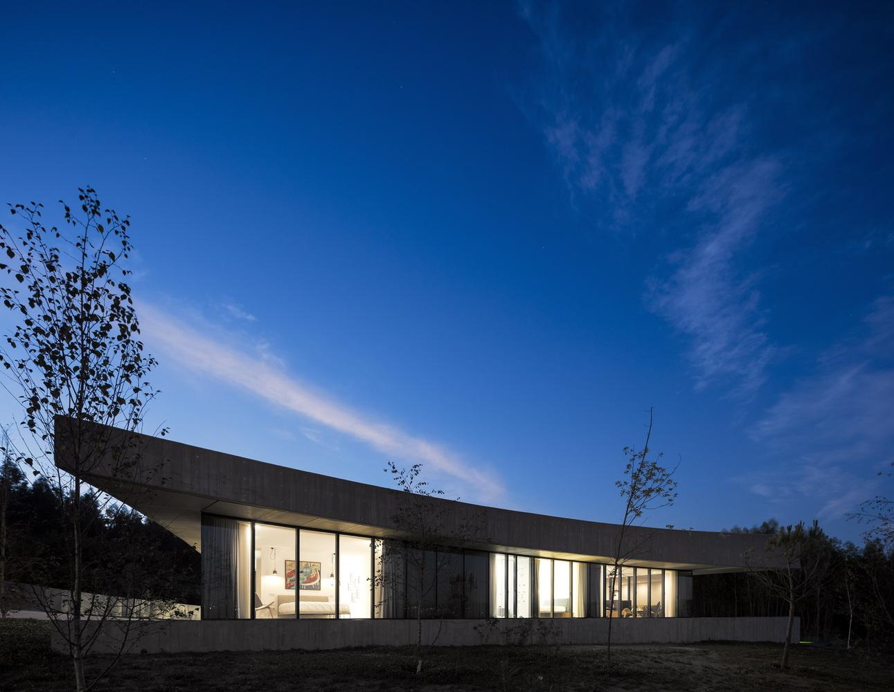 Номинация «Частные дома»  Объект: Casa Cabo de Vila  Расположение: Битарайнш, Португалия  Архитектурное бюро: spaceworkers