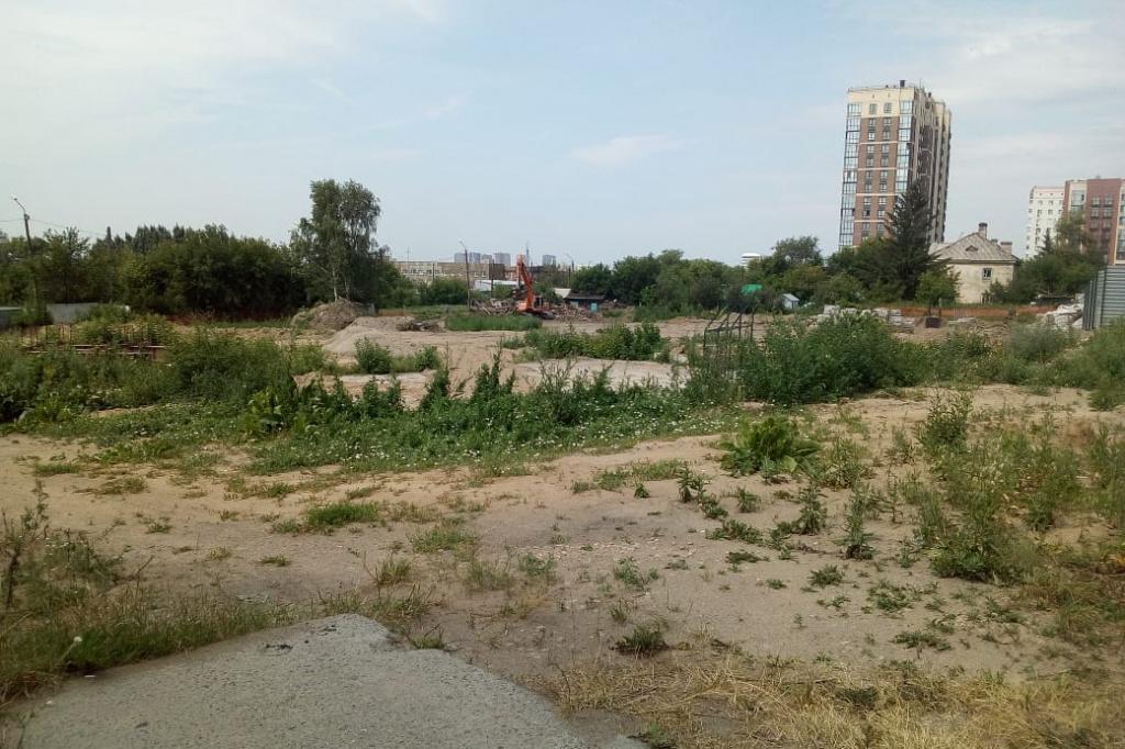 Пустырь на Зыряновской, 27 в Октябрьском районе Новосибирска