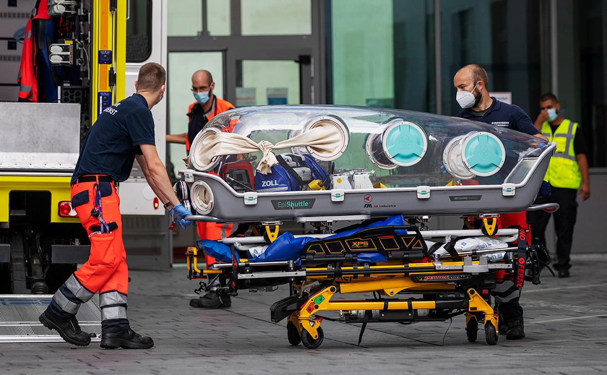 Капсула у берлинской клиники «Шарите», в которой для прохождения лечения был доставлен Алексей Навальный