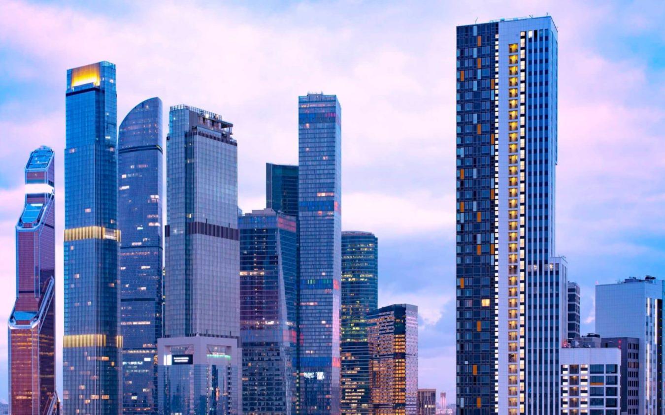 Вид на «Москва-Сити» и жилой квартал Headliner. Визуализация ГК «Кортрос»