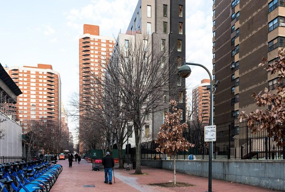 На возведение дома потребовалось пять недель. Средняя площадь квартиры вCarmel Place составила26,6кв. м