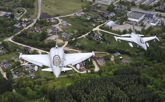 Истребители НАТО патрулируют небо над Балтией (архивное фото)