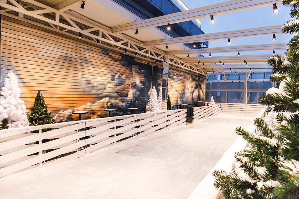 Ледовая площадка будет открыта дляпосетителей каждый день: каток начинает работу вполдень, азаканчивает ночью
