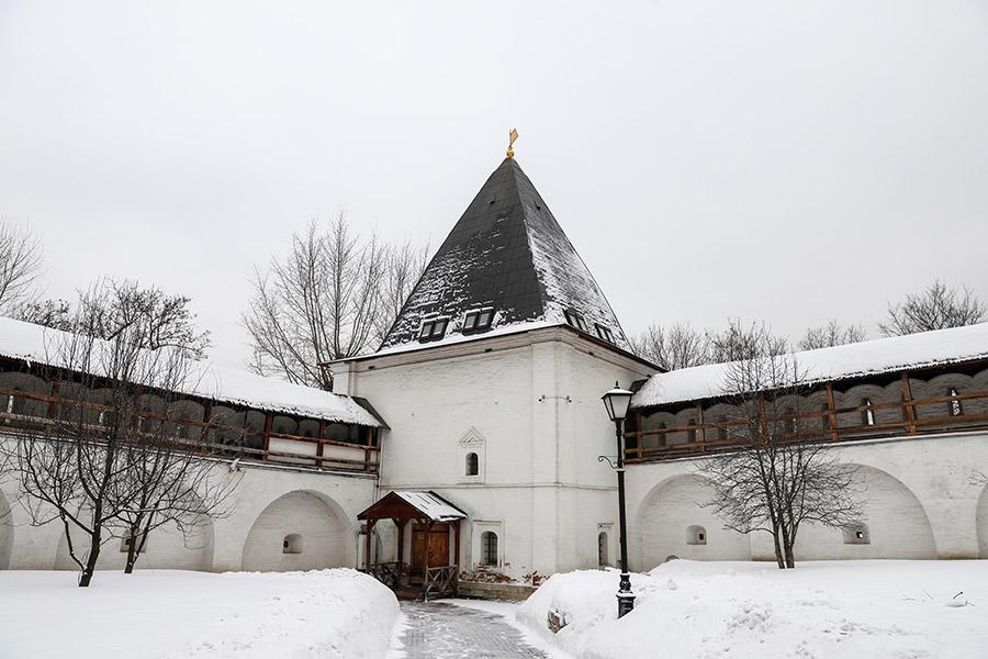 Крепостные стены Спасо-Андроникова монастыря