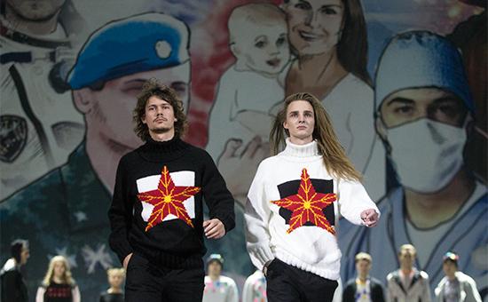На молодежном конвенте «Герои нашего времени» врамках Дня героев Отечества. 2014 год