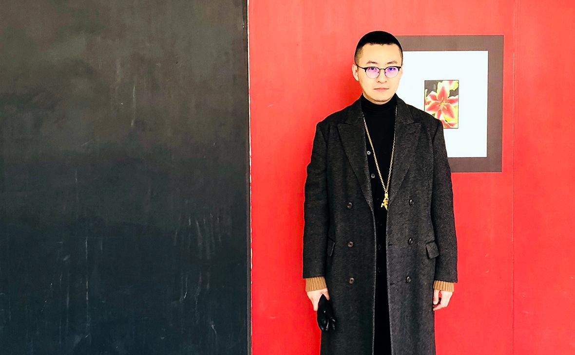 Чжун Ши в модном наряде